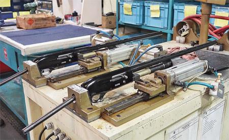 Тестирование и приработка подвижных частей и механизмов самозарядных ружей Pegasus проводится на специализированных пневмостендах