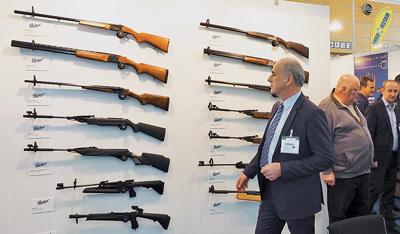 Вотсутствии стенда концерна «Калашников» практически весь ассортимент гладкоствольного ипневматического оружия «Ижмеха» был представлен немецкой компанией Hans Wrage