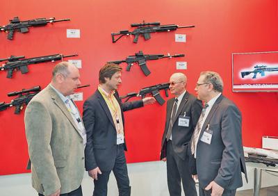 Новинки ООО «Молот-оружие» сбольшим интересом принимают вЕвропе. Оказалось, что ничего более добротного иконструктивно интересного наплатформеАК навыставке просто нет