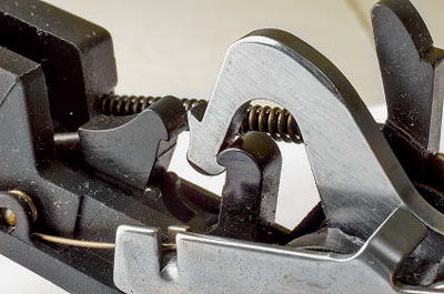 Курок на боевом взводе переднего (основного) шептала