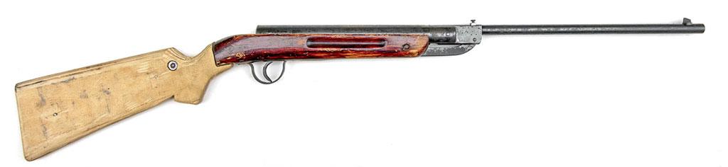 Пружинно-поршневая винтовка «Спорт» 1936 года выпуска попала комне вот втаком виде— сприкладом изкуска фанеры ивинтом, вкрученным впризму изалюминиевого сплава, вместо прицела