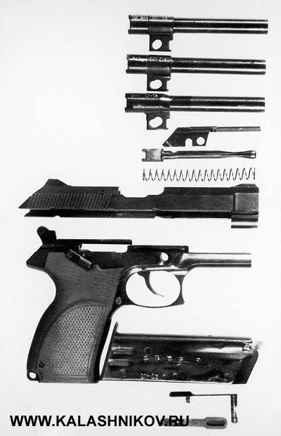 Неполная разборка 7,62/9-мм пистолета «Грач-2», конструкции В.Ярыгина, принимавшего участие вконкурсных испытаниях. Напервом этапе техническое задание наразработку предполагало создание модульных конструкций пистолетов под 9-мм патрон ПМ/ПММ и7,62-мм патронТТ