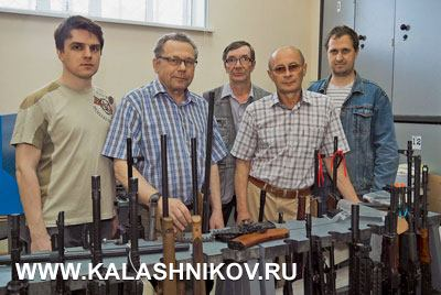 Сотрудники лаборатории опытных разработок ООО «Молот оружие», которую возглавляет Пётр Мокрушин (второй слева)