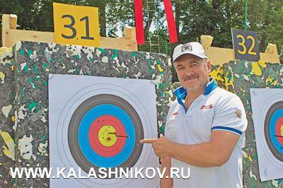 Председатель Федерации стрельбы изарбалета России Валерий Ашихмин срезультатом надистанции стрельбы 50м