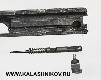 Модель CZ-85B отличается отCZ-85 наличием предохранителя ударника, блокирующего его при недокрытом затворе