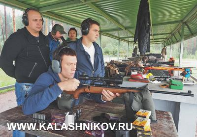 Впроцессе стрельб оружие смогли опробовать ипредставители оружейного магазина «Барс»