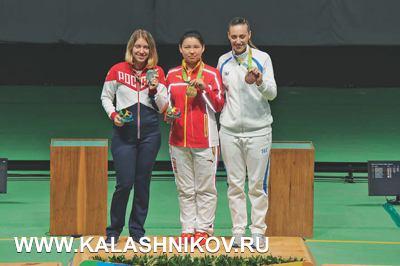 Первую, серебряную медаль нашей команде принесла Виталина Бацарашкина в стрельбе из пневматического пистолета на 10 м