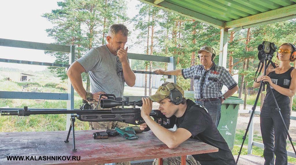Слева-направо. Вячеслав Волоца, Артём Глазков иРимантас Норейка входе тестовых стрельб