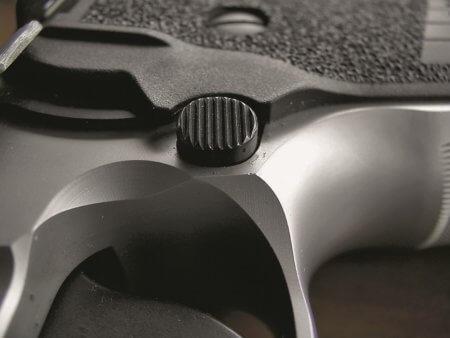 Sig Sauer P226, кнопка