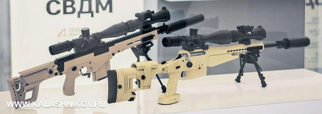 Напереднем плане новинка относительная— винтовка ВСВ-338 калибра .338LM. НАзаднем— новинка абсолютная самозарядная винтовка СВК. При массе 4,2кг идлине ствола всего 410мм разработчики обещают эффективную дальность стрельбы до1000м. Пока это концепт, ноесли заявленная характеристика подтвердится вреальной жизни, тоуспех как минимум награжданском оружейном рынке новинке обеспечен