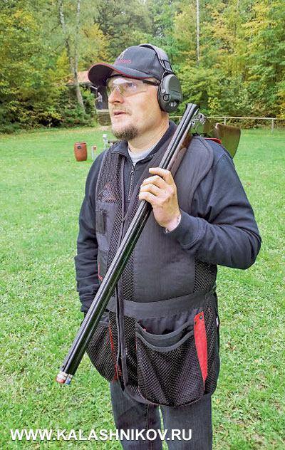 Стрелок BDS Томас Кох тщательно исследовал ружьё Beretta 692. И хотя Кох — стрелок-левша, а модель 692 была поставлена в правостороннем исполнении, Кох легко c этим справился.