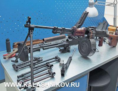 Неоставляет «Молот-оружие» ипулемётную тематику. Стоящий наверстаке РПД используется для изучения вопросов, связанных сленточными системами питания автоматического оружия