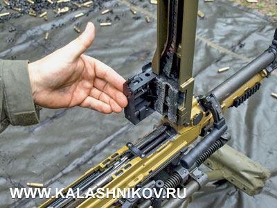 Взгляд внутрь. Качество изготовления MG5 очень высокое. Используются только высококачественные материалы. Приемы обращения типичны для пулемёта и в деталях опираются на MG4