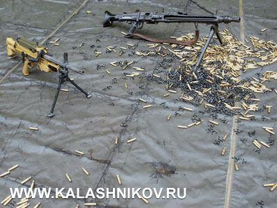 Старый и новый: старая модель MG3 (справа) и новый пулемёт MG5