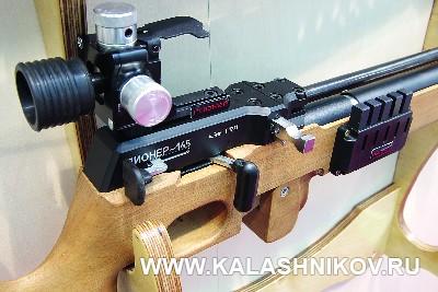 Система подачи пули из каморы магазина в ствол в биатлонной PCP-винтовке «Пионер-145» образца 2017 на иллюстрации к статье в журнале «КАЛАШНИКОВ»