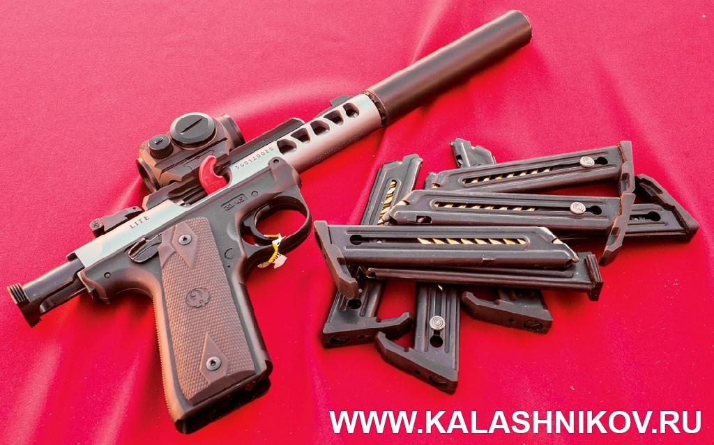 Малокалиберный пистолет с глушителем. Иллюстрация к статье в журнале «КАЛАШНИКОВ»