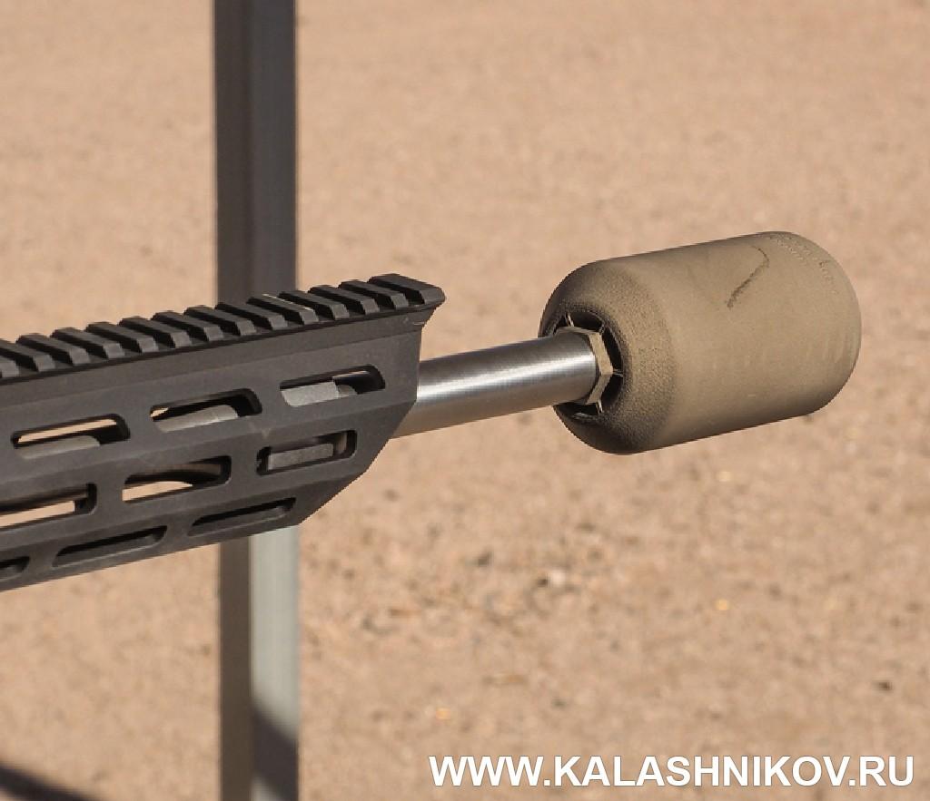 Глушитель на стволе AR-образного карабина Moossberg. Иллюстрация к статье в журнале «КАЛАШНИКОВ»