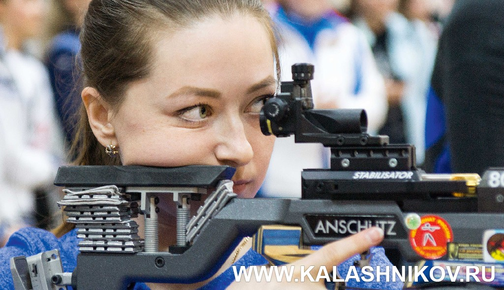 Участница всеросийских соревнований по пулевой стрельбе. Фотография из журнала «Калашников»