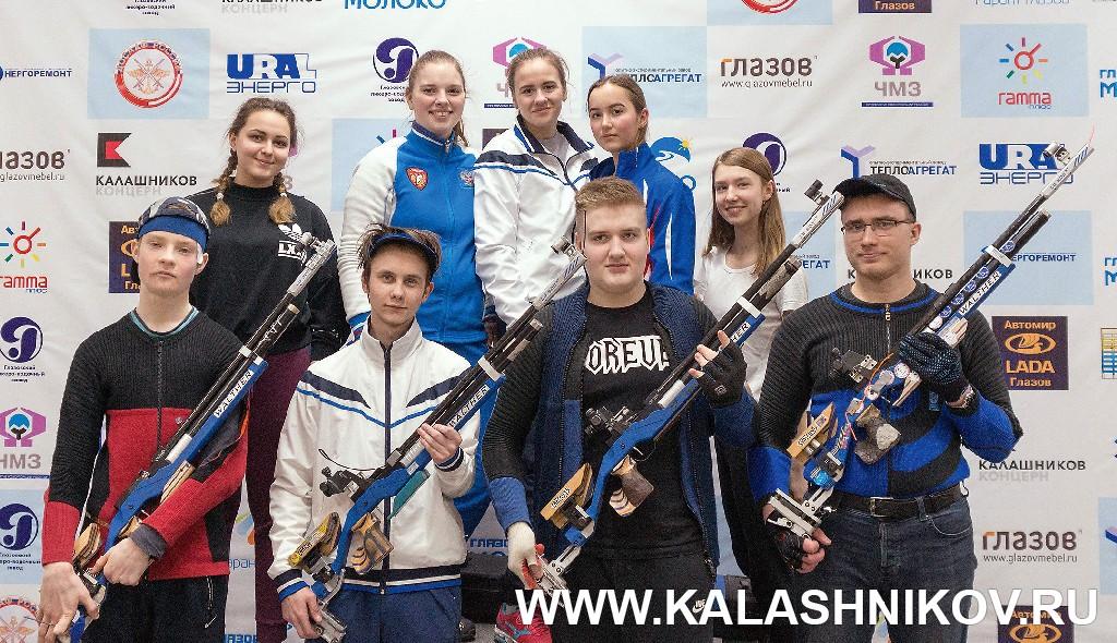 Участники всеросийских соревнований по пулевой стрельбе. Фотография из журнала «Калашников»