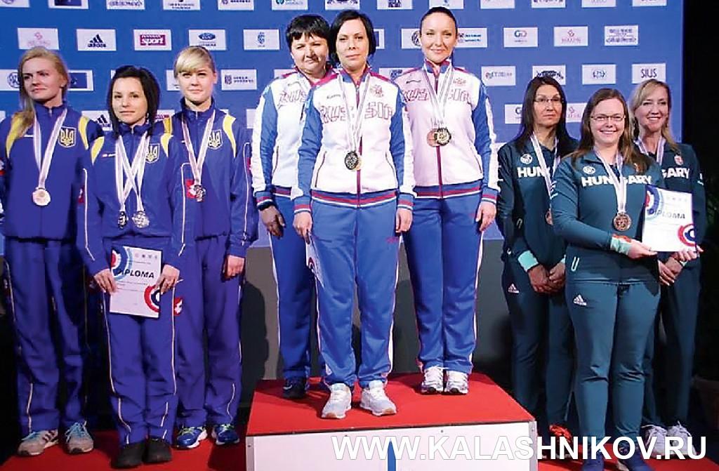 Женская сборная команда России на чемпионате Европы по стрельбе из пневматического оружия. Фото из журнала «Калашников»