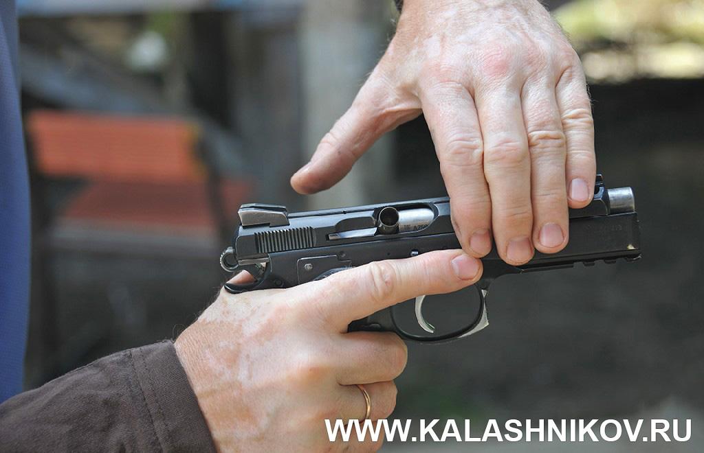 Устранение задержек при стрельбе 2. Курс практической стрельбы. Фото из журнала «Калашников»