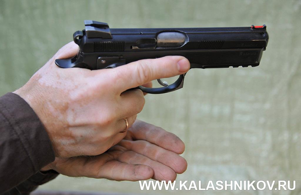 Устранение задержек при стрельбе 1. Курс практической стрельбы. Фото из журнала «Калашников»