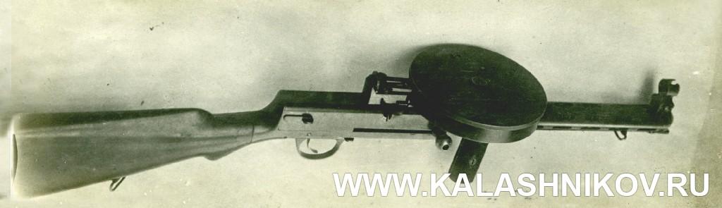 Пистолет-пулемёт Дегтярёва (1929 г.), вид справа сверху. Журнал «Калашников»