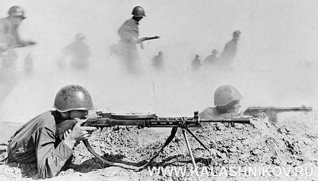 Советские солдаты ведут стрельбу. Фото журнала «Калашников»