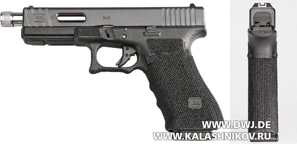 Пистолет Glock 17 Gen4. Вид слева и сзади
