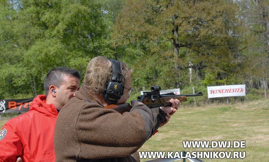 Карабин Browning Maral на стрельбище