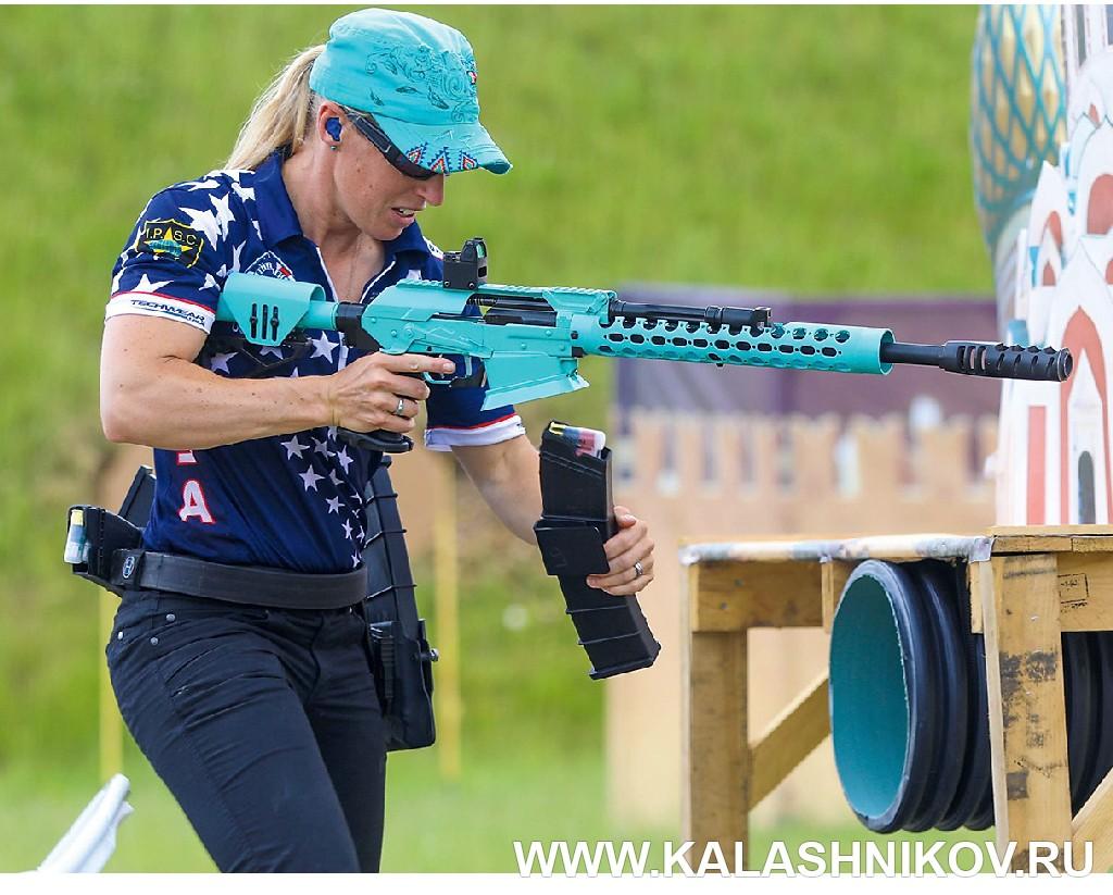 Американский стрелок на чемпионате мира по практической стрельбе 2018. Журнал Калашников