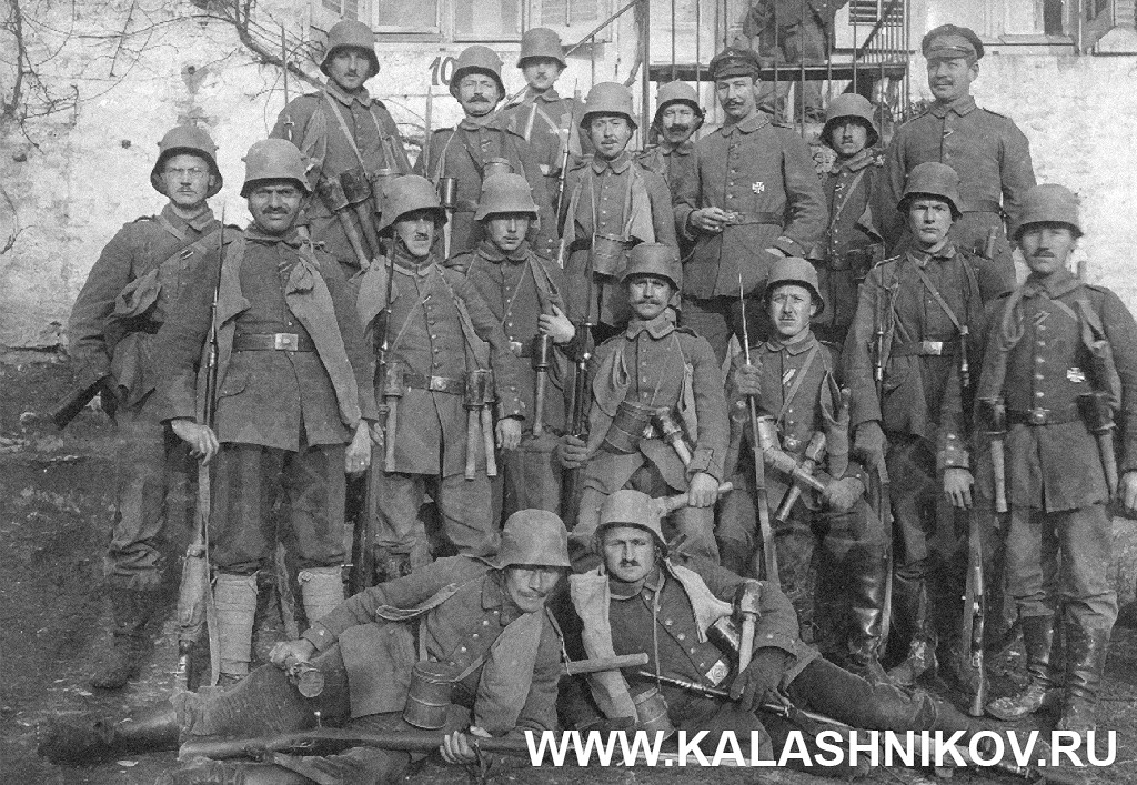 Немецкие солдаты с винтовками Маузера. Журнал Калашников