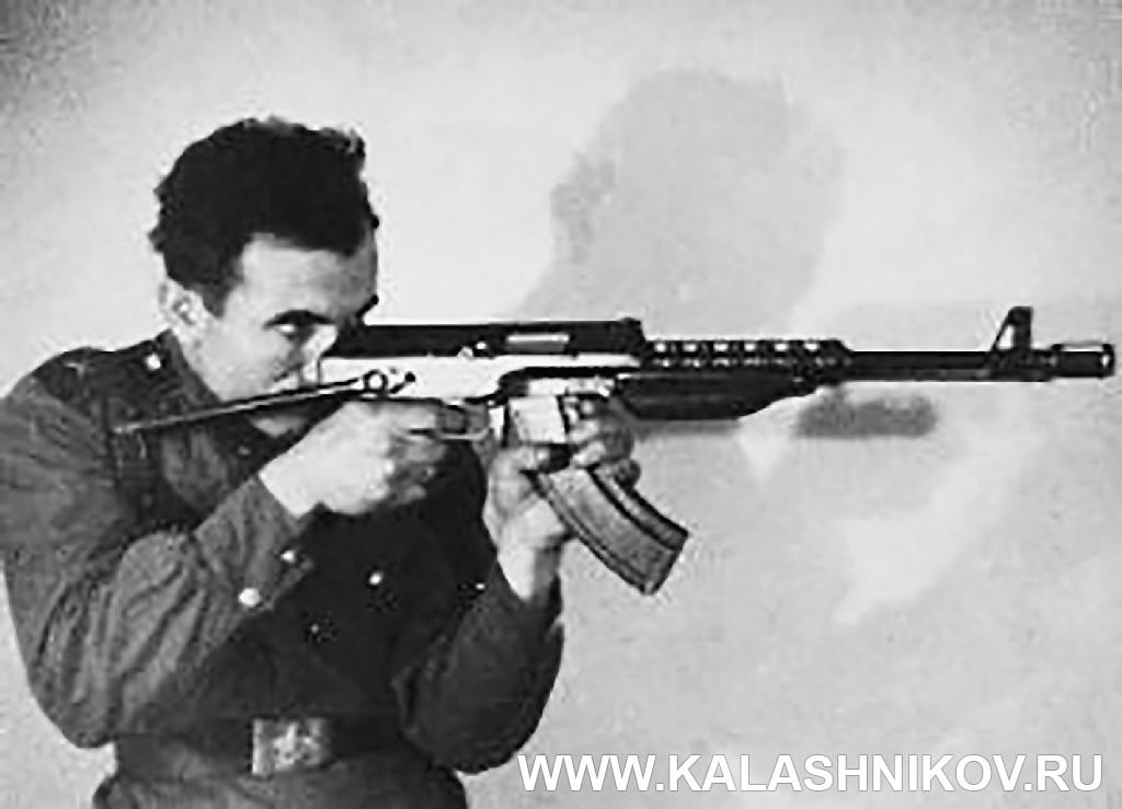 Ваган Манасян со своим автоматом. Журнал Калашников