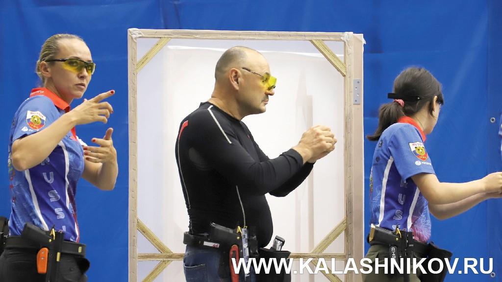 Рамазан Мубараков на чемпионате мира по практической стрельбе из пневматического пистолета. Журнал Калашников