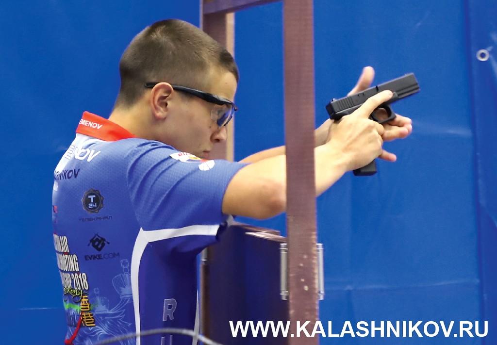 Стрельба через портал на чемпионате мира по практической стрельбе из пневматического пистолета. Журнал Калашников