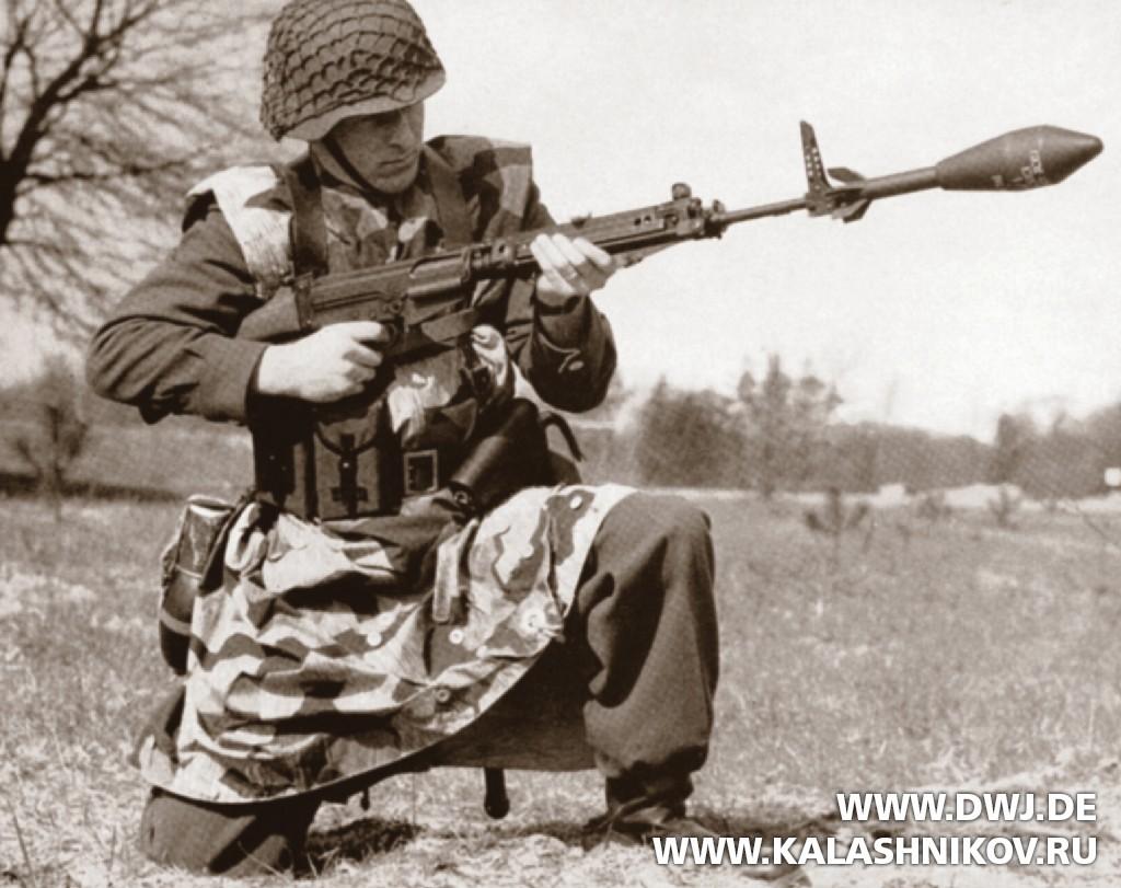 Служащий федеральной пограничной охраны с винтовкой G1. DWJ. Журнал Калашников