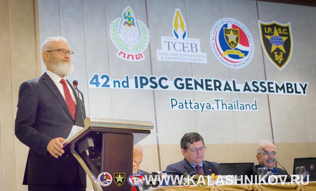 президент Международной конфедерации практической стрельбы (МКПС/IPSC) Виталий Крючин. Журнал Калашников