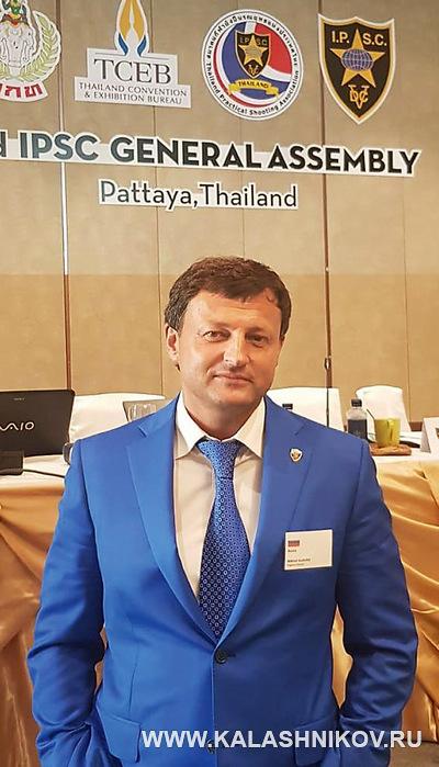 Михаил Гущин на 42 ассамблее IPSC. Журнал Калашников