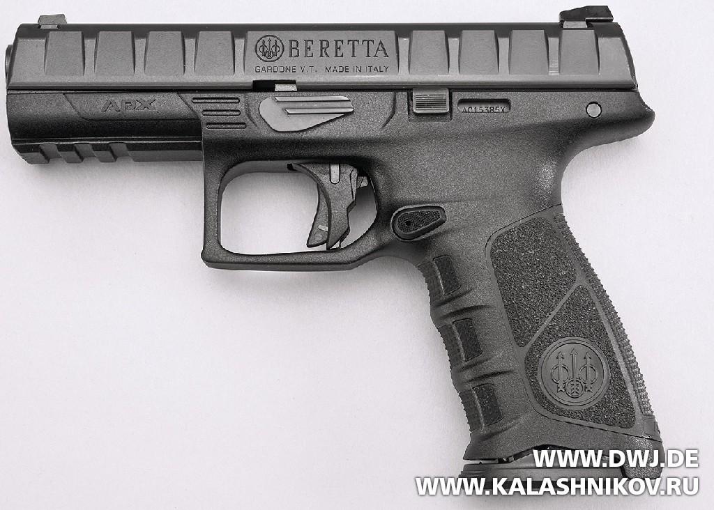 Пистолет Beretta APX. Вид слева. Журнал Калашников. DWJ