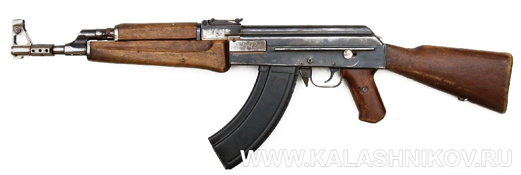 Автомат АК-47 №1 из коллекции ВИМАИВ и ВС. Вид слева. Журнал Калашников