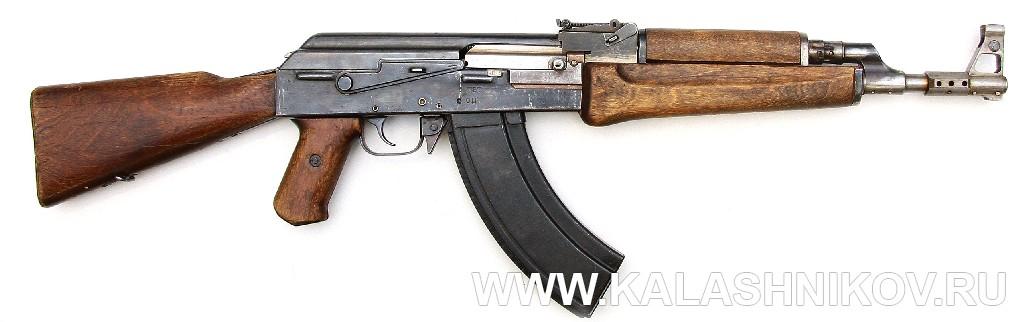 Автомат АК-47 №1 из коллекции ВИМАИВ и ВС. Вид справа. Журнал Калашников