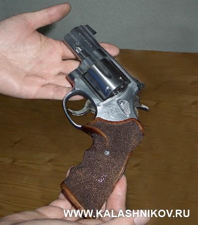 Револьвер Smith & Wesson для PPC. Журнал Калашников