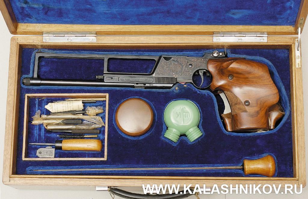 Укладка спортивного пистолета МЦ-3 «Рекорд». Журнал Калашников