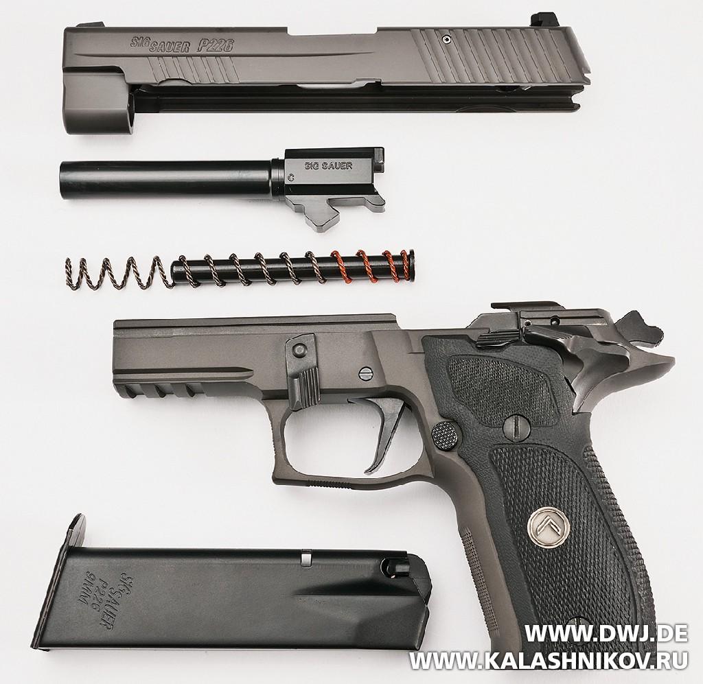 Пистолет SIG Sauer P226 Legion. Неполная разборка. Журнал Калашников