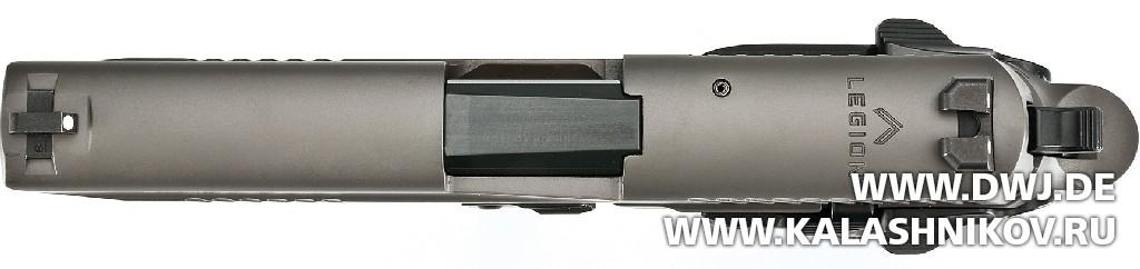 Пистолет SIG Sauer P226 Legion. Логотип. Журнал Калашников