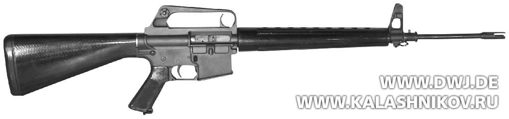 Винтовка AR-15— прототип 1956 г. Вид слева. Журнал Калашников