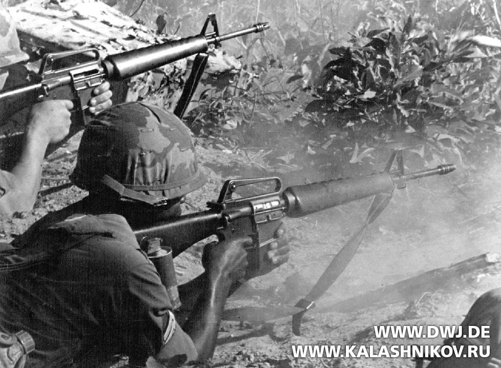 Непрерывный огонь из винтовки AR-15. Журнал Калашников