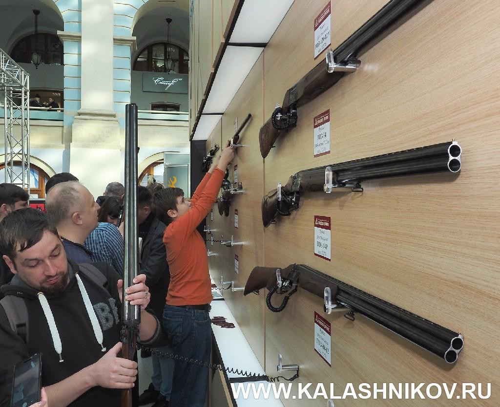 Выставка Arms Hunting 2018. Стенд с ружьями ТОЗ . Журнал Калашников