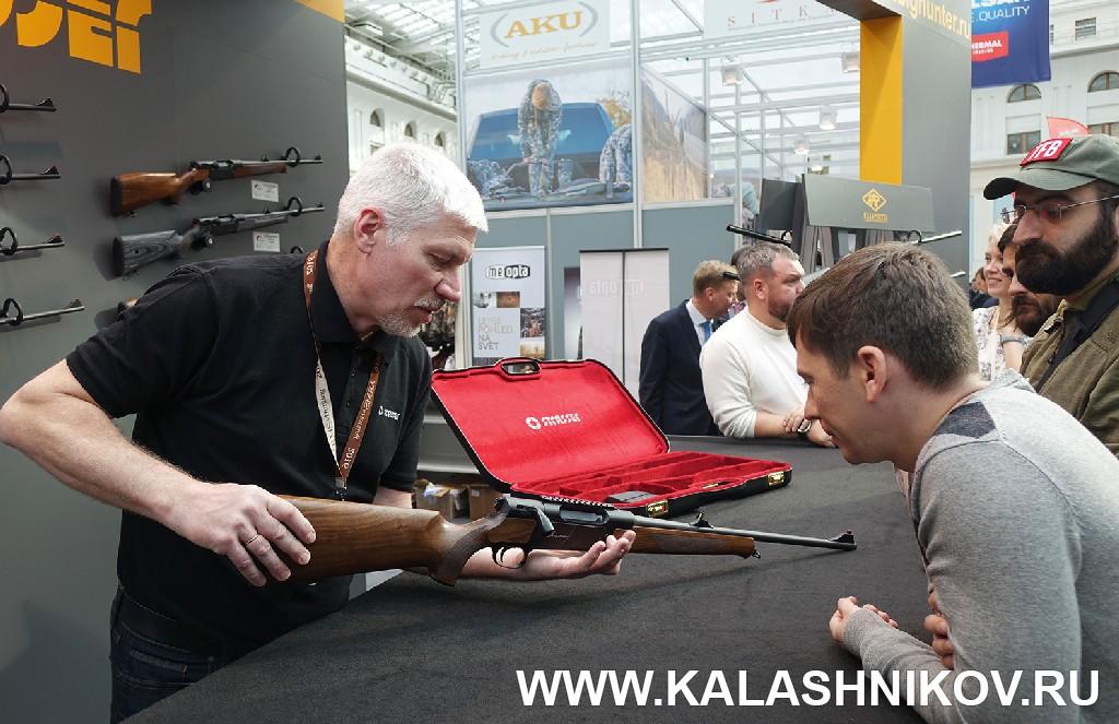 Выставка Arms Hunting 2018. Стенд компании «Альянс». Журнал Калашников