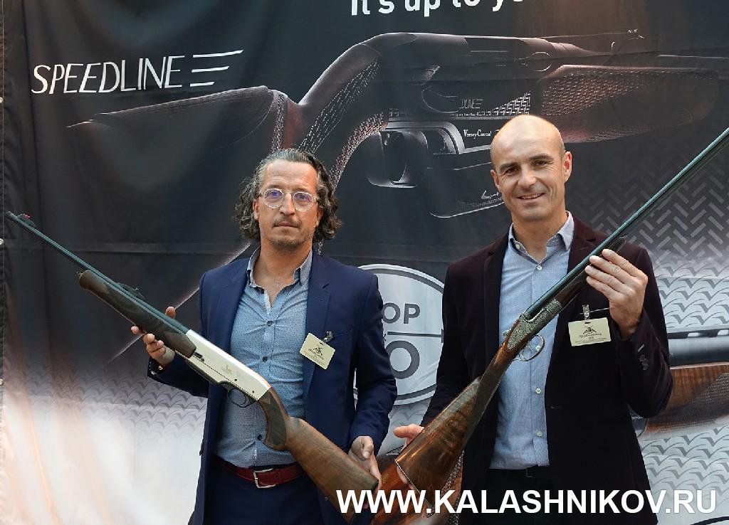 Выставка Arms Hunting 2018.  У стенда Verney-Carron. Журнал Калашников